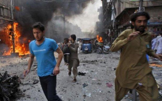 Смертельный взрыв в Пакистане: число жертв стремительно растет