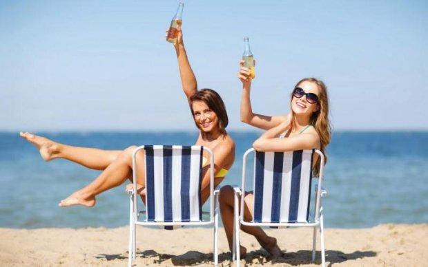 V - значить виріз: новий пляжний тренд звільнить жіночі принади