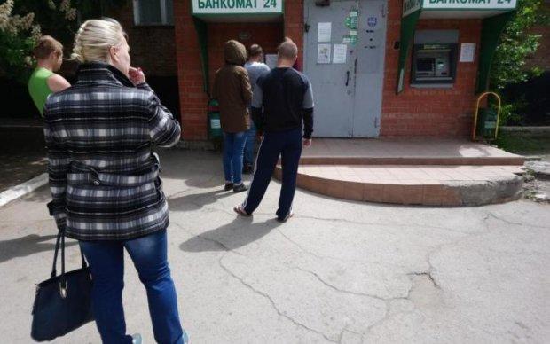 Подстерегают возле почты и банков: в Києве орудует опасная банда