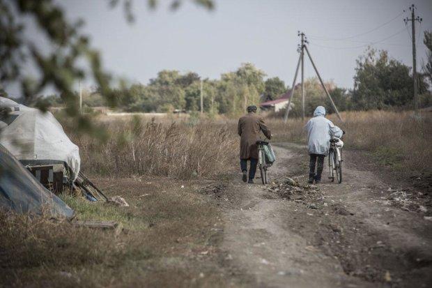 Мирні жителі на Донбасі
