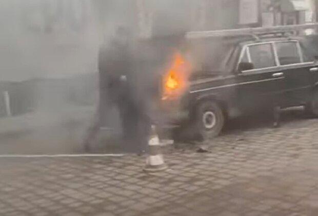 У Франківську загорівся авпомобіль, кадр з відео ЧАТ 112: YouTube