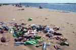 Трупи і сміття: курортний сезон в Криму підійшов до свого логічного завершення