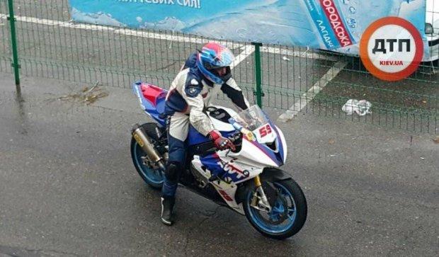 Столичные мотоциклисты посоревновались в скорости (фото)
