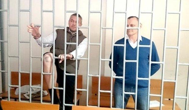 Росія отримала документи на звільнення Карпюка і Клиха