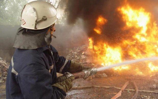 Жуткий пожар поглотил столичную многоэтажку, есть пострадавшие