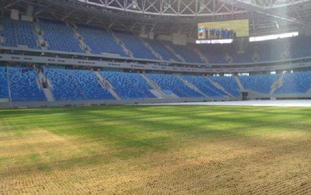 Газон на самом дорогом стадионе России начал гнить и стал непригодным для матчей