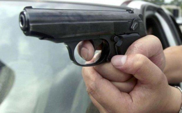 Зухвале вбивство під Дніпром: невідомі розстріляли бізнесмена і дружину