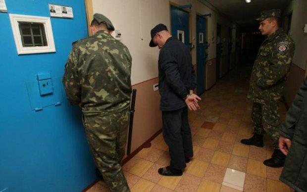 Сделка с дьяволом: как украинские заключенные помогают политикам побеждать
