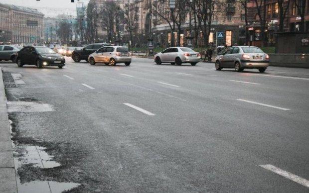 Київавтодор заробляє мільйони, жертвуючи нашою безпекою: розслідування