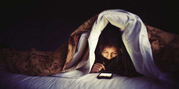Екрани всюди: медики вказали на винуватців дитячого безсоння