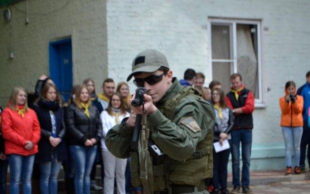 Шавки Захарченко превратили ребенка в пушечное мясо: фото