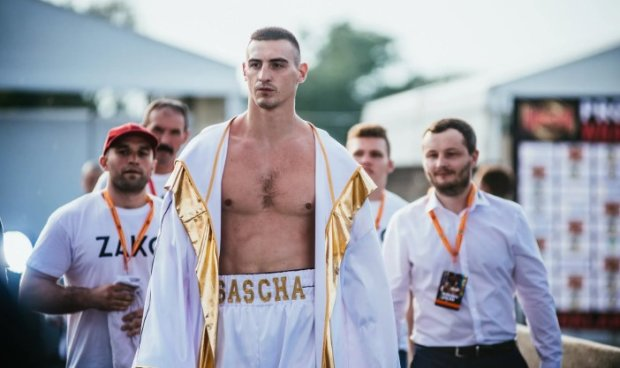 Украинский боксер, который готовит Усика к дебюту в супертяжах, нокаутировал аргентинца