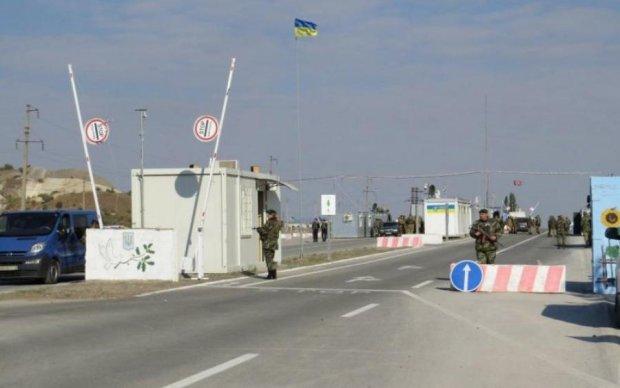 Взрывы и пожары: путинские орки продолжают бомбить Новотроицкое