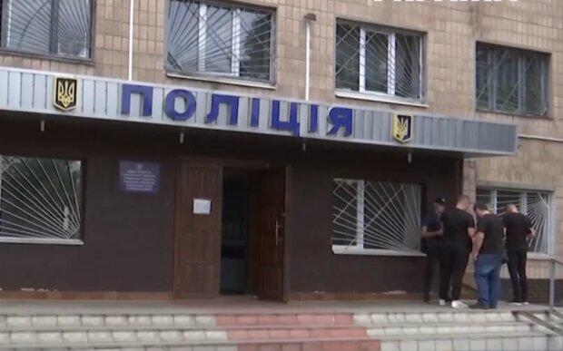 Судимий чоловік напав на дівчинку, кадр з відео