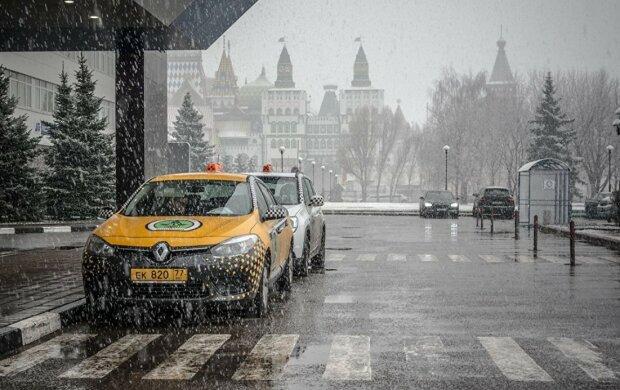 Вези меня, мразь, бесплатно - пьяная пассажирка угнала машину таксиста, видео