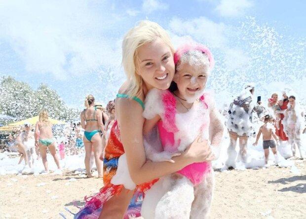 Виктория Ткач с дочкой, фото с Instagram