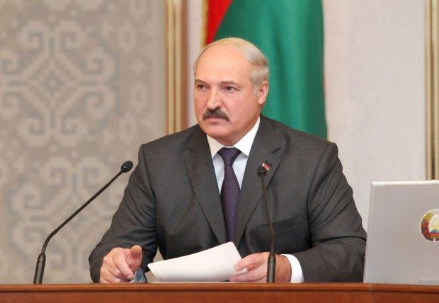 """""""За комір закладали пристойно"""": Лукашенко зізнався, що Білоруссю правлять на п'яну голову"""