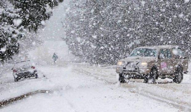 Снегопад в Канаде вызвал хаос на дорогах
