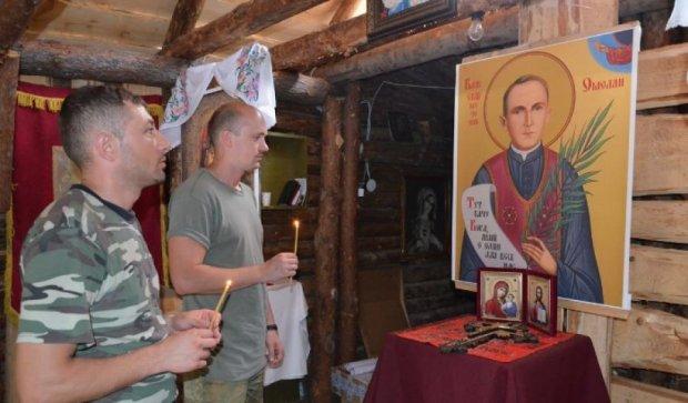 Священики і бійці АТО побудували каплиці на Луганщині
