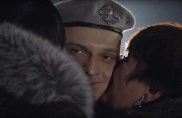 Додому повернулися 76 українців: в мережі оприлюднили відео зустрічі українських бранців у Борисполі