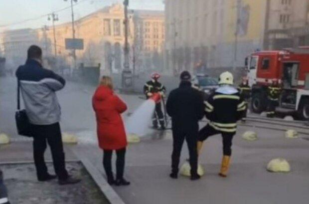Серце Києва огорнув густий дим - диявольські язики полум'я виривалися назовні з-під землі