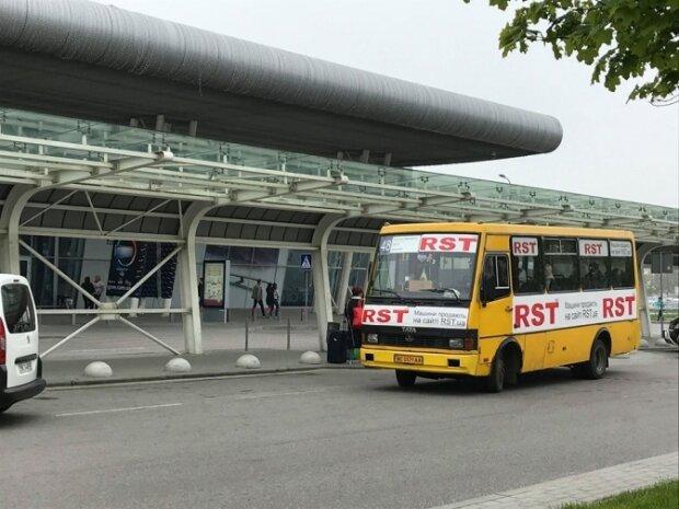 Садовий запустить більше автобусів до аеропорту: коли почнуть катати львів'ян