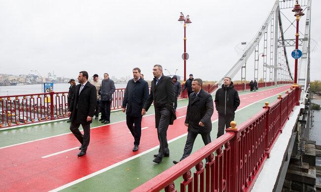 """""""Карма Кличко"""" продолжает уничтожать киевские мосты: """"устал"""" еще один"""