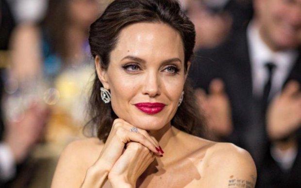 Джолі наставили роги, і це не Пітт: фото