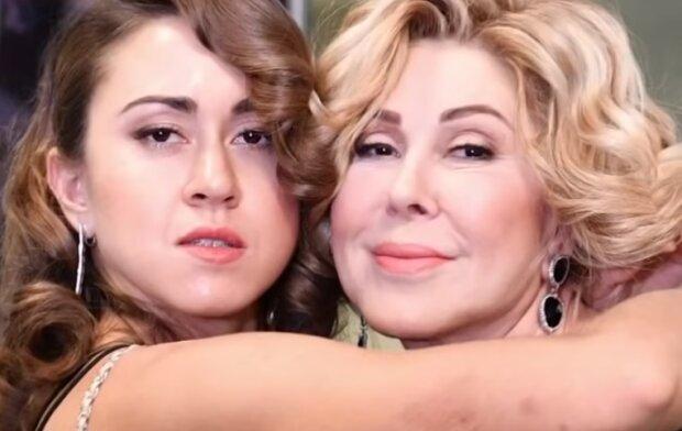 Любовь Успенская с дочерью, скрин с видео