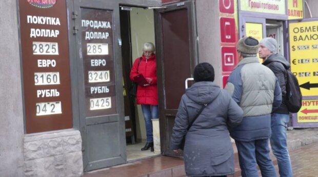 обмен валют, фото из свободных источников