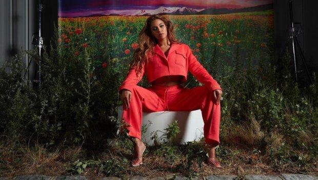 """Бренд Beyonce """"вляпался"""" в расистский скандал после фото с россиянками: """"Яслишком белая для вашей одежды"""""""