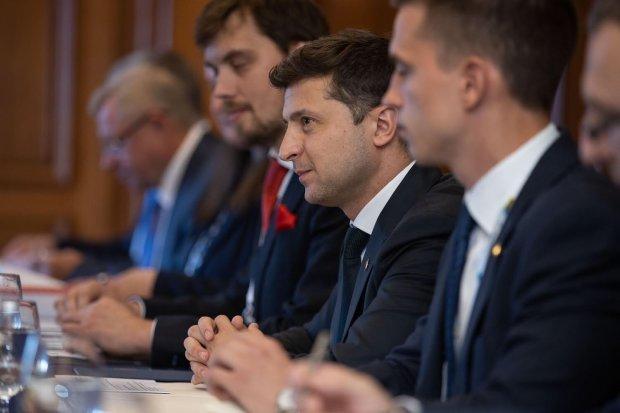 Язык, паспорт и страх: Зеленский сделал срочное заявление по Донбассу, что задумал слуга народа