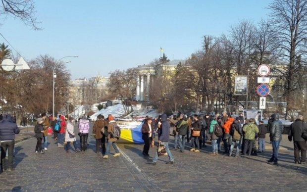 Перестаралися: в Києві нанесли розмітку на пішохідну зону