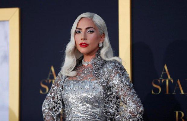 Вагітна Леді Гага зняла підбори і розсмішила фанатів до сліз: хто ця дитина