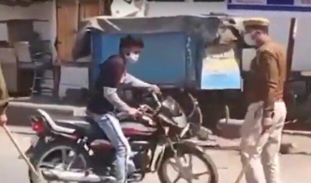"""""""Абсолютный"""" карантин - полиция дубинками разгоняет нарушителей запрета с улицы"""