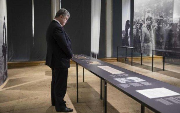 Порошенко вшанував пам'ять в'язнів найстрашнішого концтабору нацистів