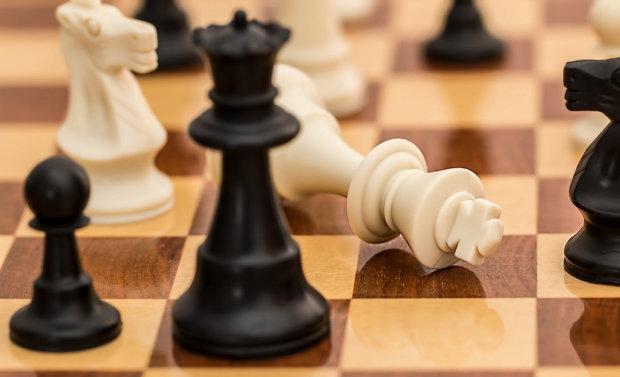 Археологи обнаружили невероятную шахматную доску: 2 тонны весом