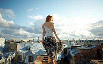 Запаморочлива краса  ці голі фото дівчат на даху змусять вас перебороти  страх висоти a83189934f847