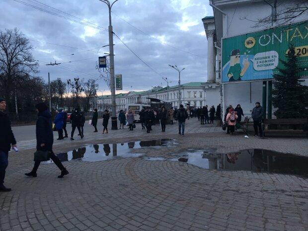 """""""Це пастка!"""" Харків'ян обурив провокаційний бігборд, на який """"кашляли"""""""