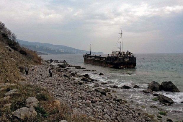 У Чорному морі на мілину сіло судно, яке незаконно заходило в Крим