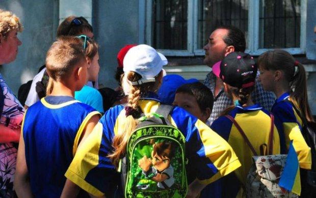 Киевские школьники сломали хребет однокласснику: видео