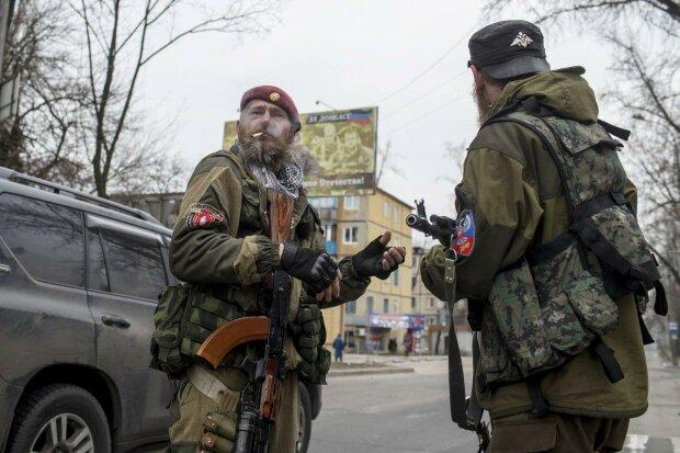 """Мертві ватажки """"ЛНР"""" будуть переходити з рук в руки: бойовики епічно вшанували їх пам'ять"""