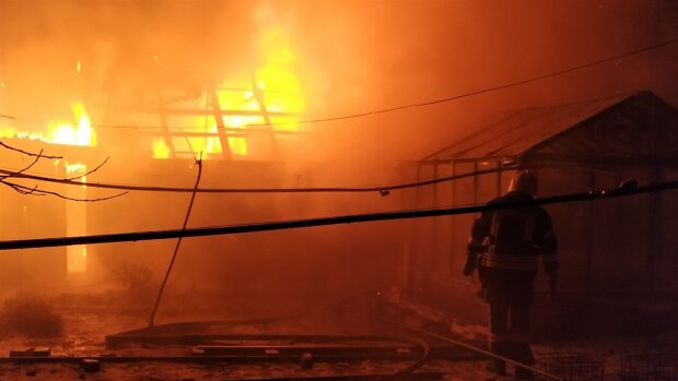 У столиці згорів найбільший ТРЦ: відео просто з вогняного пекла