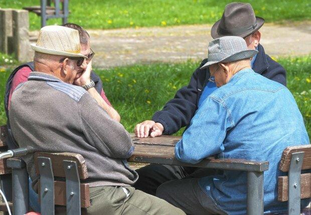 Пенсіонери, фото: Pixabay