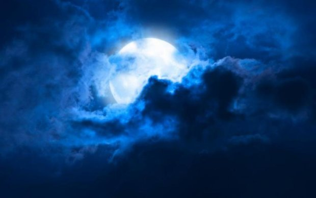 Астрономи виявили на Місяці кам'яні дощі