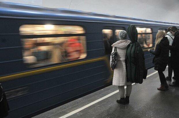"""Киянин-ніндзя сховався """"в бункер"""" від коронавірусу, українці впали від реготу в метро"""