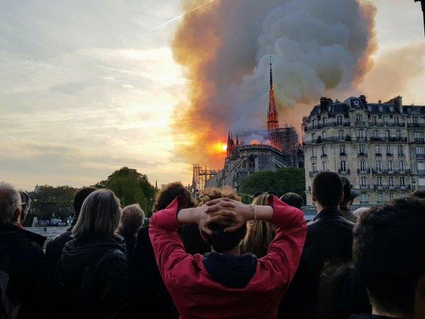 Головне за ніч: затримання біля будинку Зеленського, пожежа у Нотр-Дам-де-Парі та звільнення Савченко