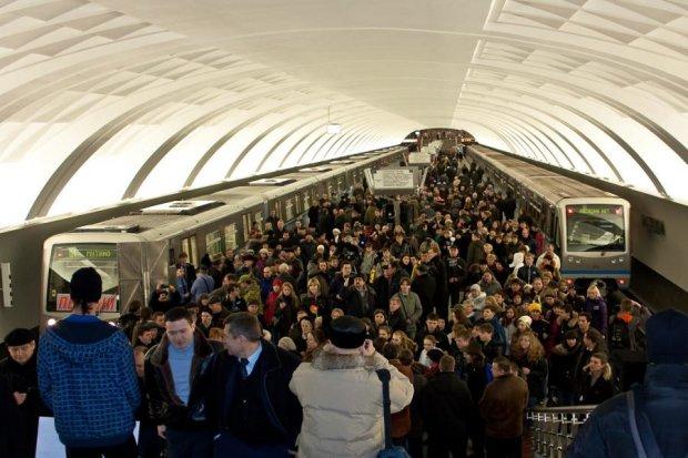 Что-то скрывают: в Москве остановилось метро