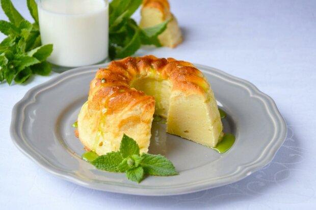 Сирний пудинг з родзинками і яблуками: рецепт на всі випадки життя