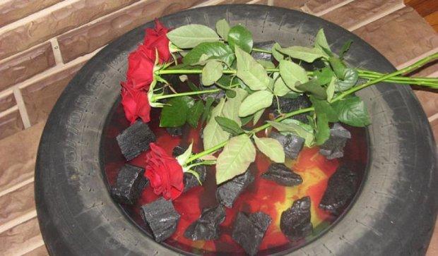 У Запорізькій обладміністрації «загорілася» шина (фото)